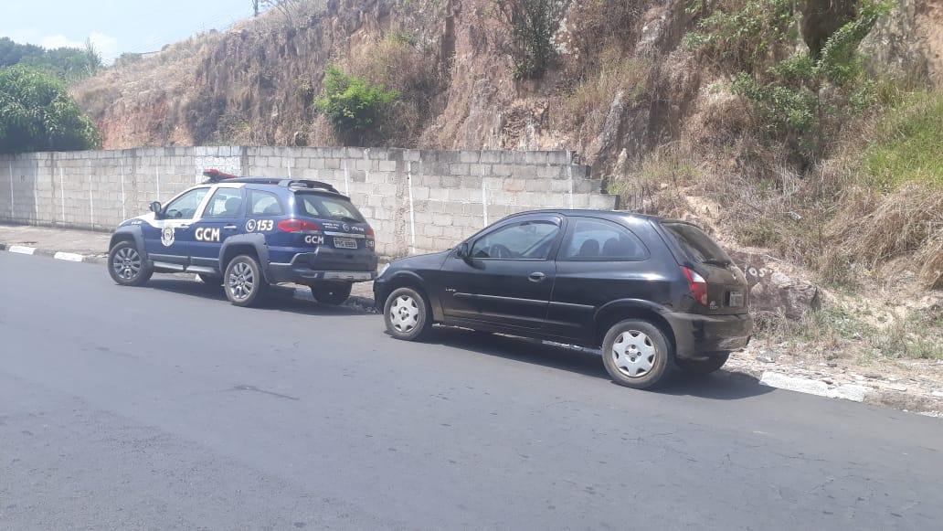 GCM de Serra Negra recupera carro furtado no Centro da cidade