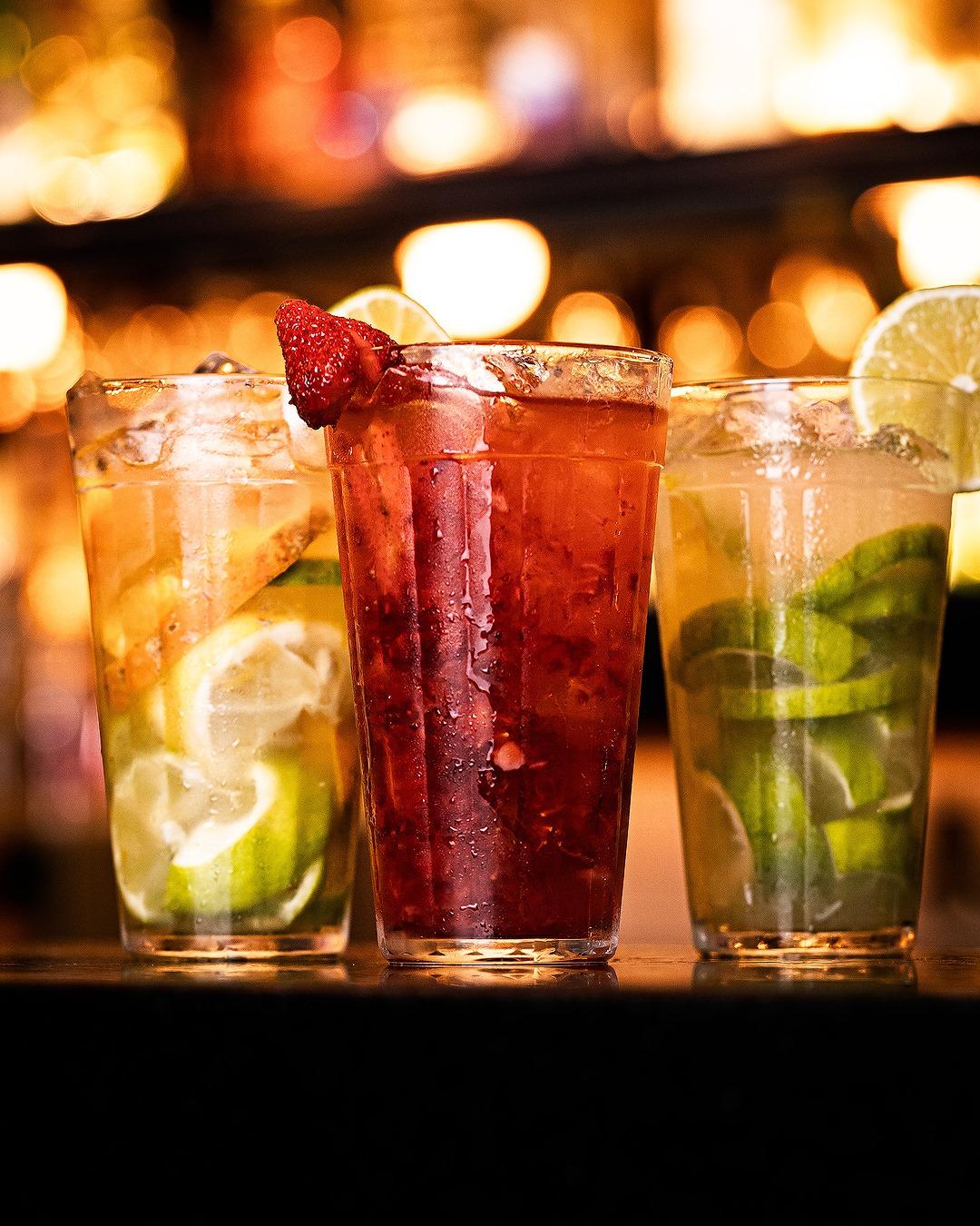 Caipirinhas, drinks, pink lemonade, chopp de primeira e muito mais no Café Boteco