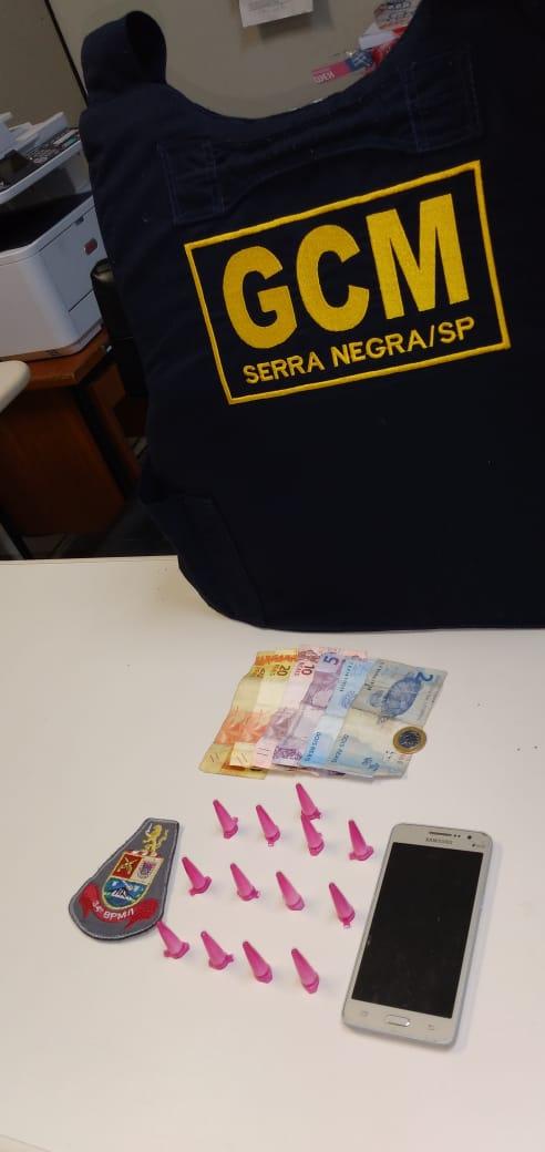 Autoridades prendem dois por tráfico e associação, no Centro de Serra Negra