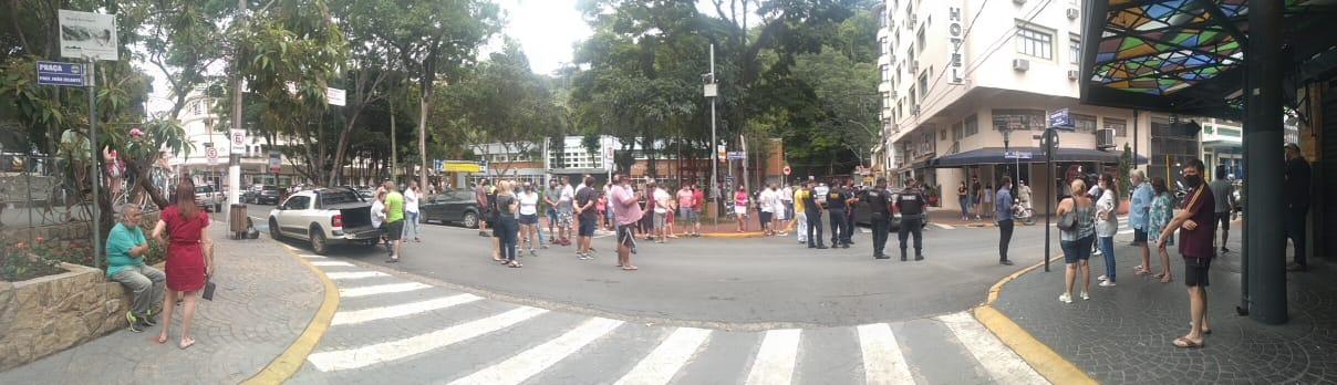 Insatisfação marca a não revogação do decreto municipal da Fase Vermelha em Serra Negra