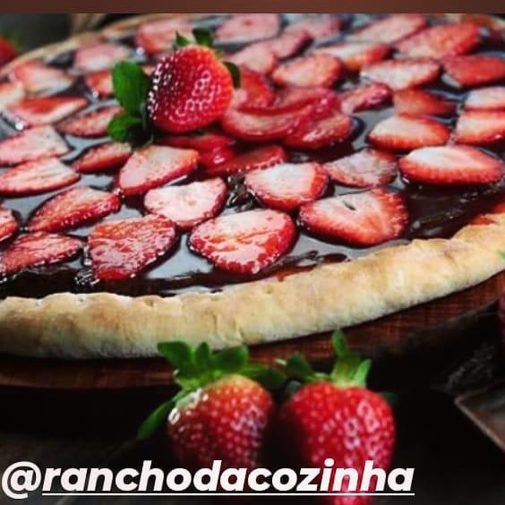 Rancho da Cozinha tem edição limitada de pizza de chocolate com morangos