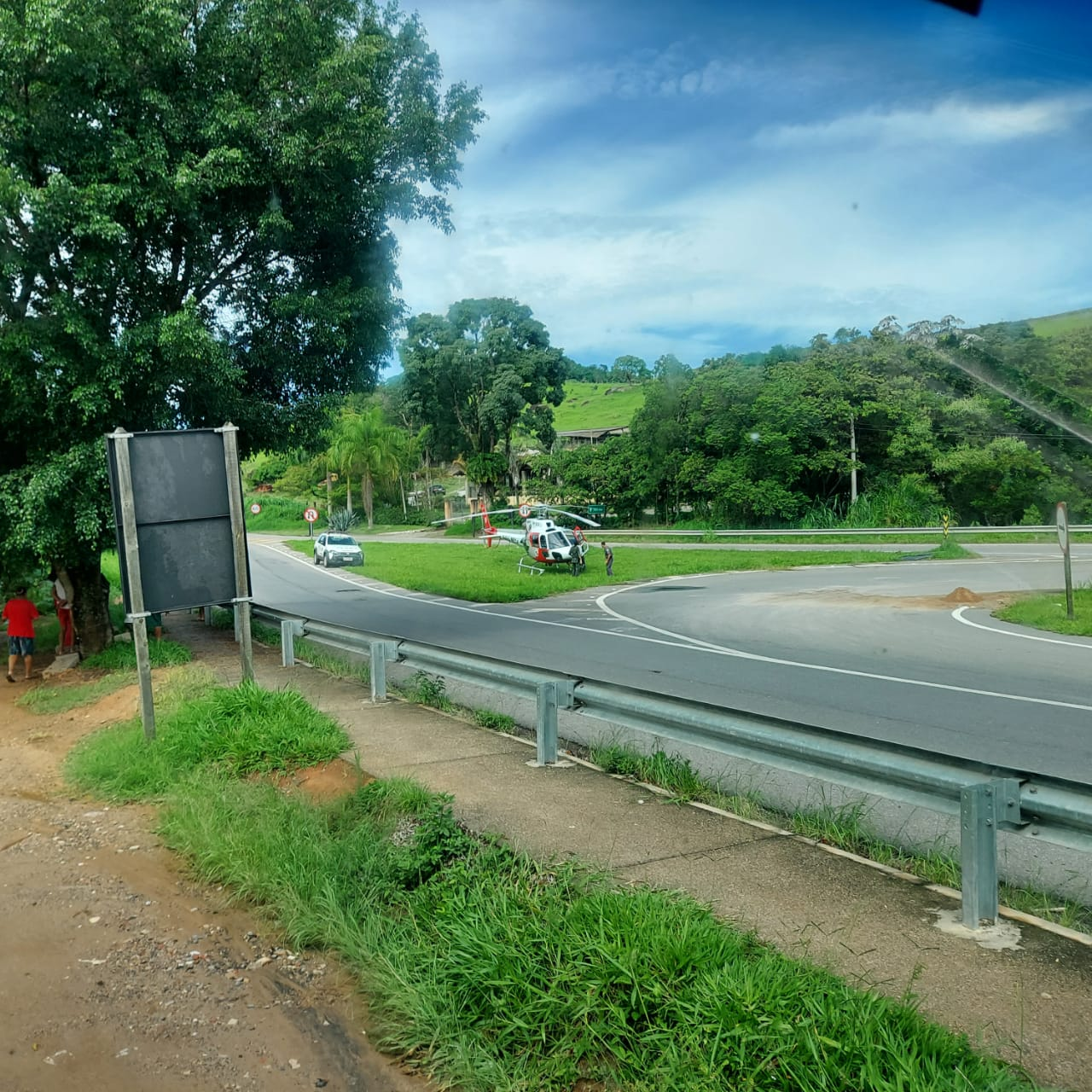 Três pessoas da mesma família ficam feridas em acidente com caminhão na Amparo/Morungaba