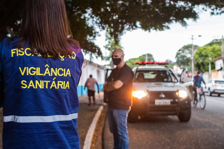 Sábado foi de notificações em bares, pessoas sem máscara e dispersão de aglomeração em chácara, na cidade de Amparo