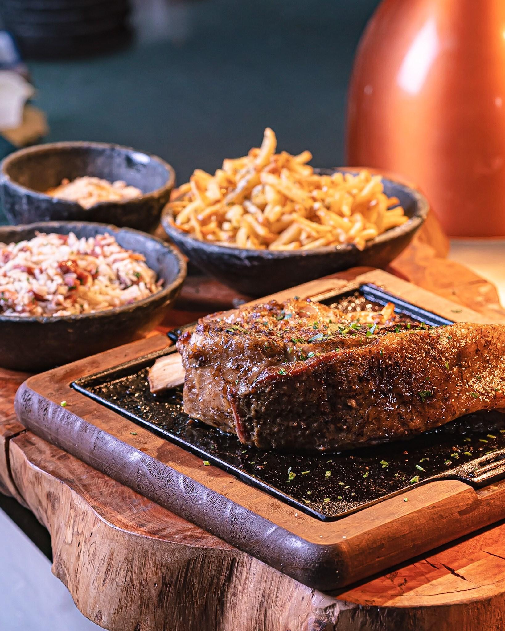 Sábado de porções, assados, pratos saborosos, chopp de primeira e muito mais