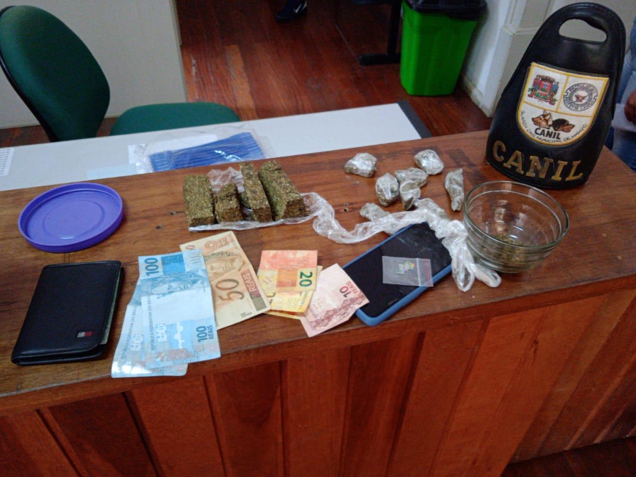 GCM de Amparo prende jovem por tráfico com maconha e quatro micropontos de LSD