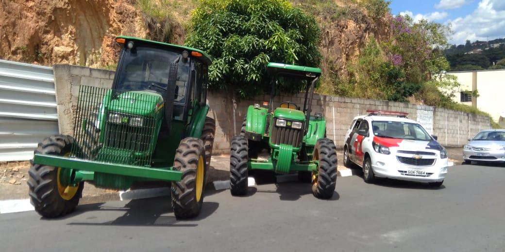 PM de Serra Negra flagra receptação de tratores furtados no bairro dos Leaes