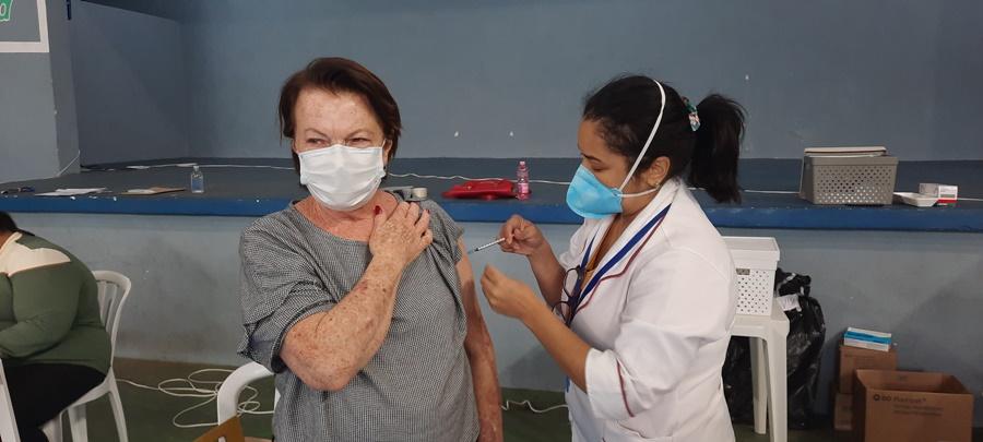 Idosos de 65 e 66 anos serão vacinados a partir desta quarta-feira, dia 21, em Águas de Lindoia