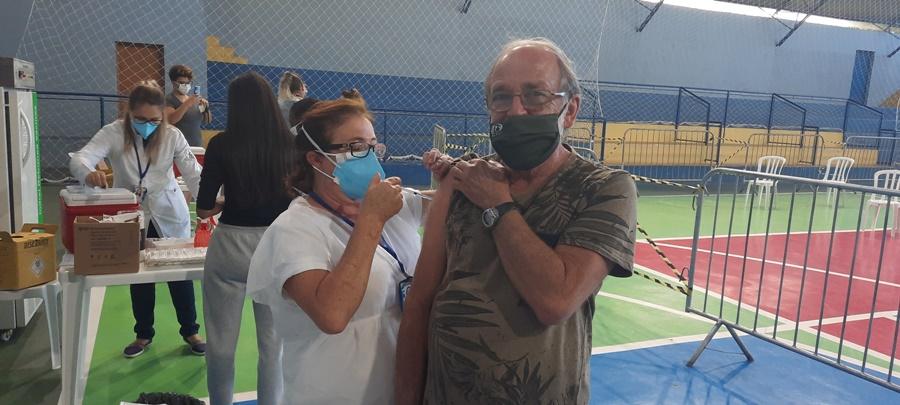 Idosos de 64 anos de Águas de Lindoia serão vacinados no sábado, dia 24