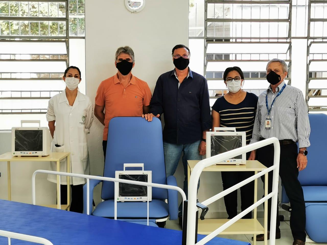 Cristália faz doação ao Hospital da Solidariedade