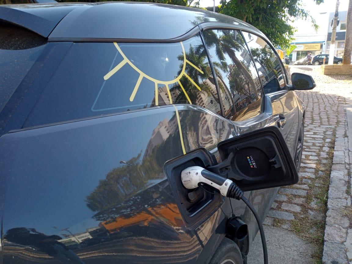 Iniciativa Privada e Poder Público de Amparo aderem a mobilidade elétrica