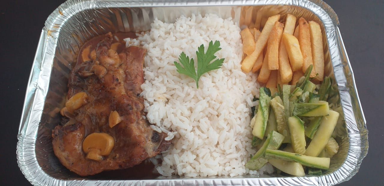 Don Julius tem risoto, com frango à passarinho e polenta frita, com preço especial para 3 pessoas, nesta segunda-feira