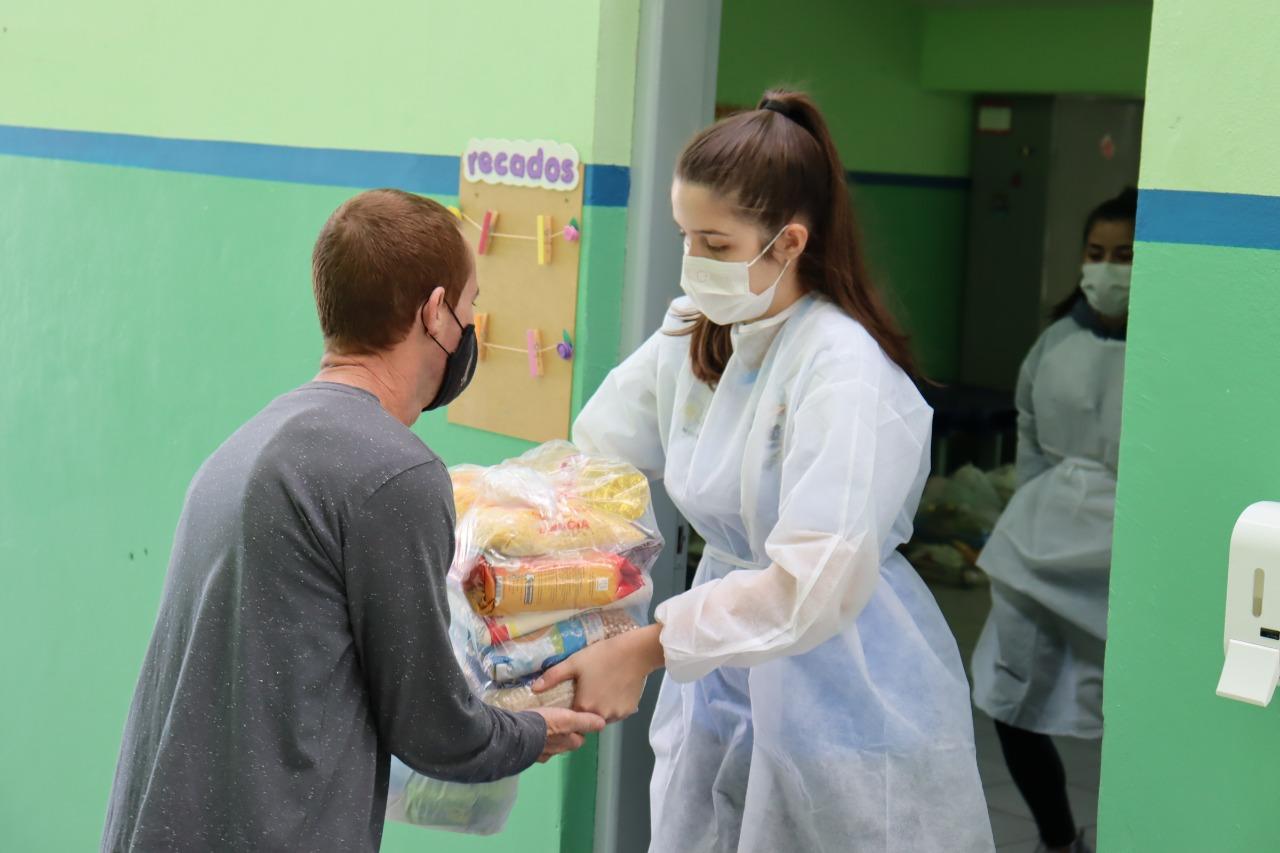 Mais de 500 famílias foram atendidas pelo Fundo Social com cestas de alimentos e kits de higiene