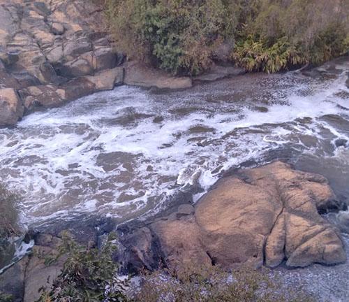 Prefeitura de Socorro oficia órgãos ambientais sobre suposta poluição do Rio do Peixe por lavanderias de Munhoz
