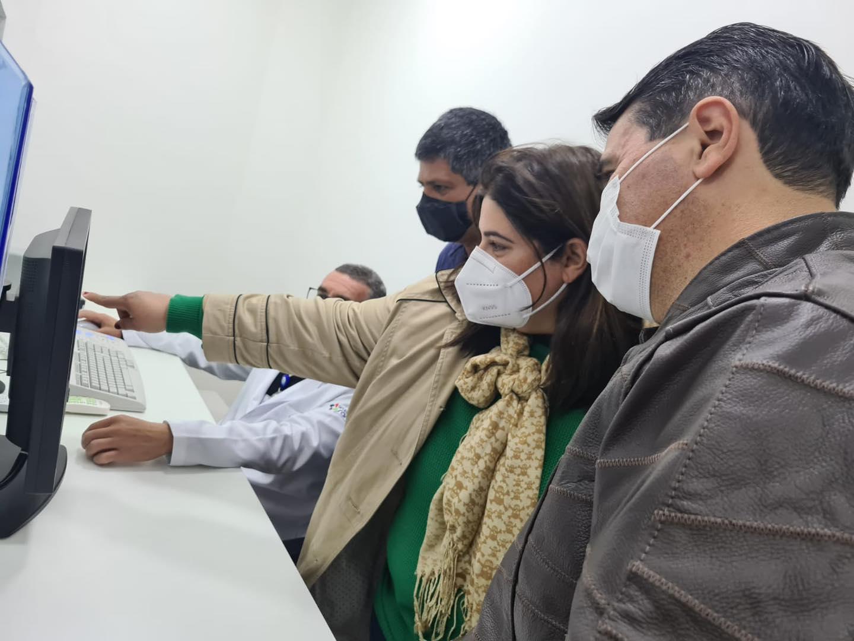 Carlos Alberto vistoria novos equipamentos de diagnóstico por imagem que atenderão a população de Amparo