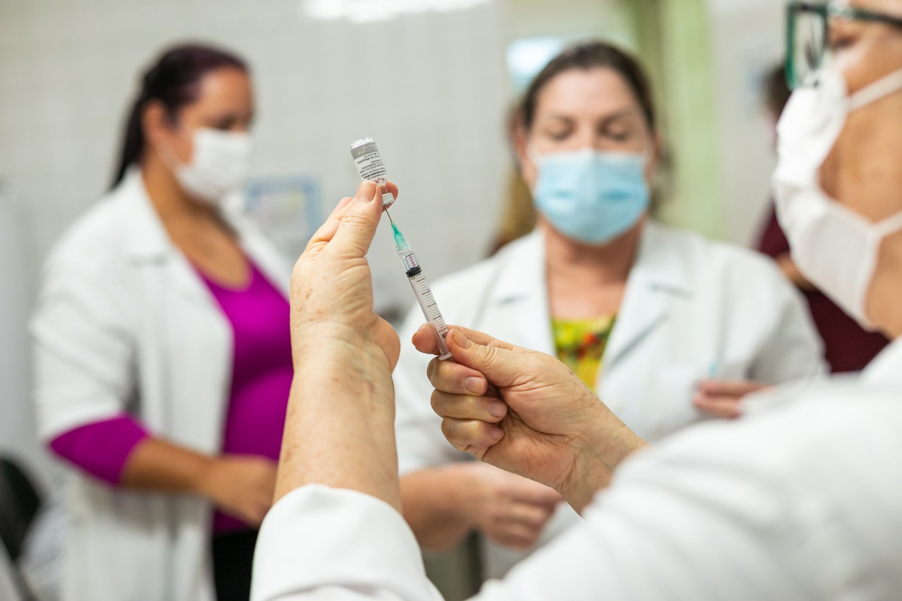 Amparo começa a aplicação de terceira dose contra a Covid-19