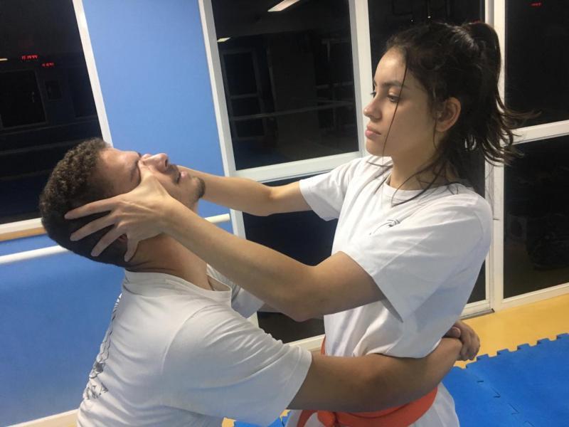 Mulher que se cuida pratica defesa pessoal