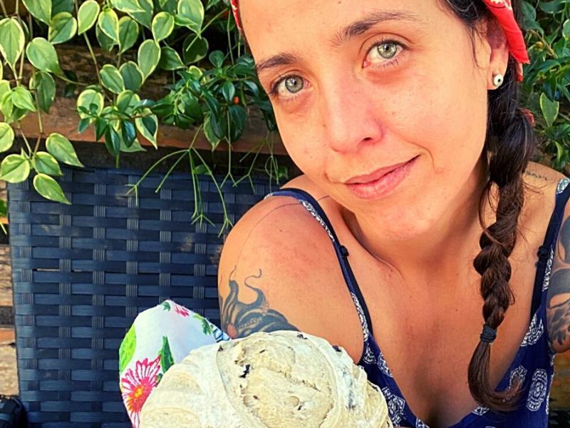 Criatividade e sabor sem sair de casa: e-book ensina a fazer pães coloridos