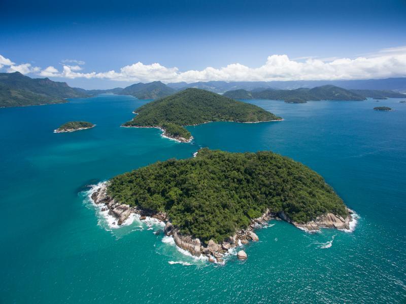 O passeio oferecido pela Néctar Experience, agência receptiva parceira da Pousada do Sandi, conduz às mais belas praias e cachoeiras da região