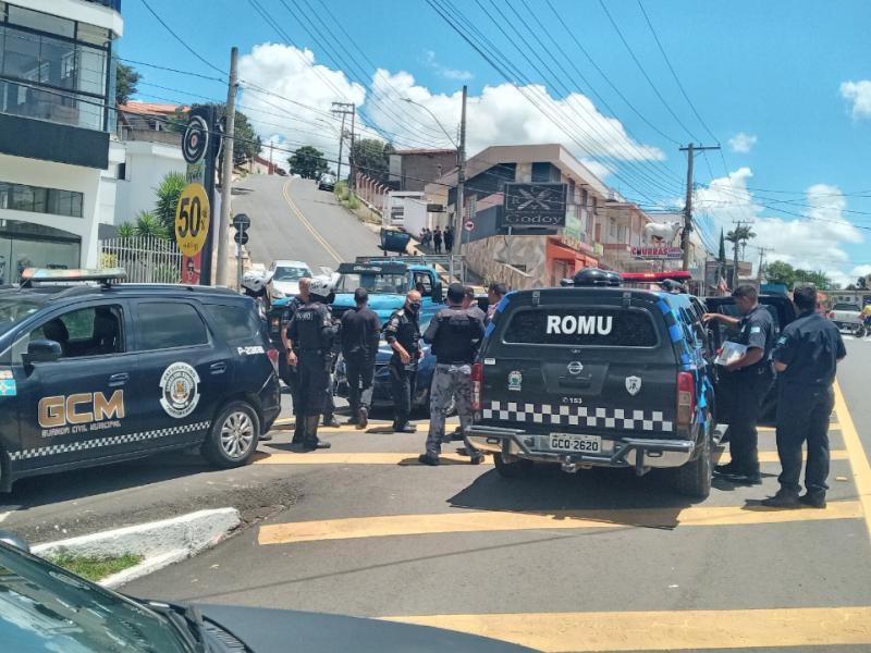 GCMs detém casal por roubo a táxi em Socorro