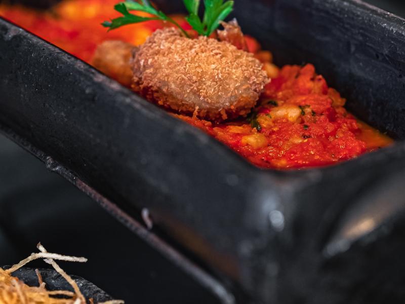 Domingo de peixe na telha e muito mais no Café Boteco