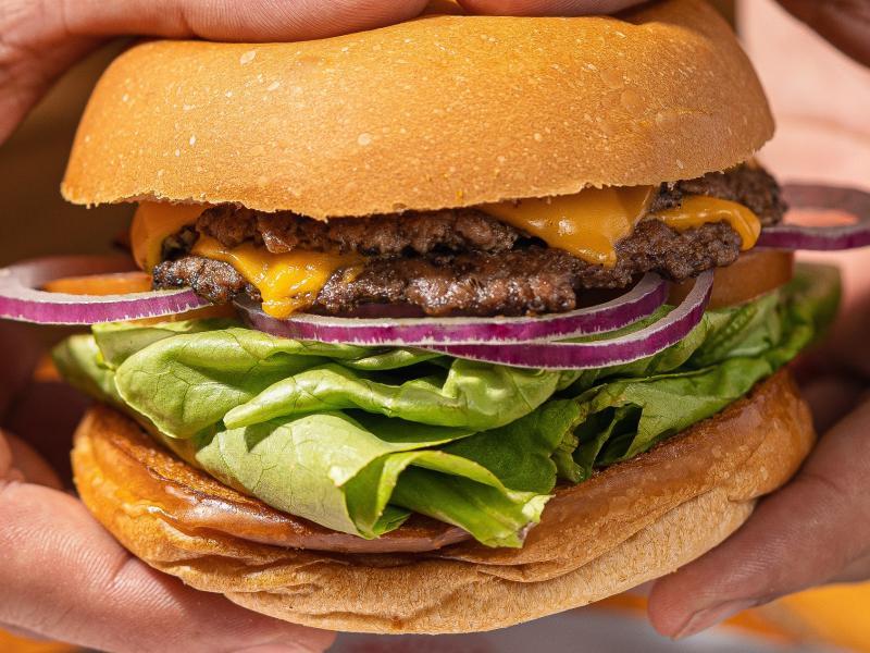 Do Smashed ao Burger do Futuro. Lanchonete Americana é a pedida para a sexta-feira