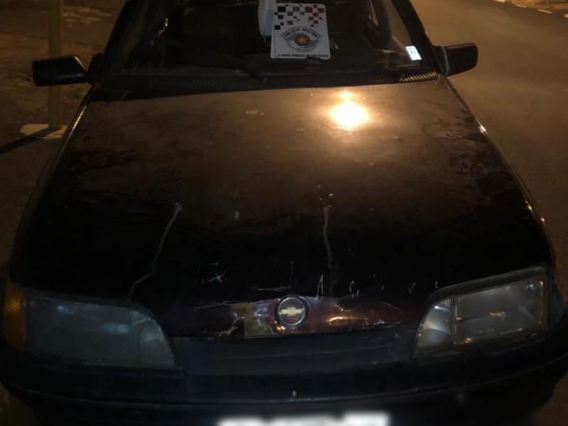 Policiais Militares recuperam motocicleta, prendem dupla e apreendem arma, em Amparo