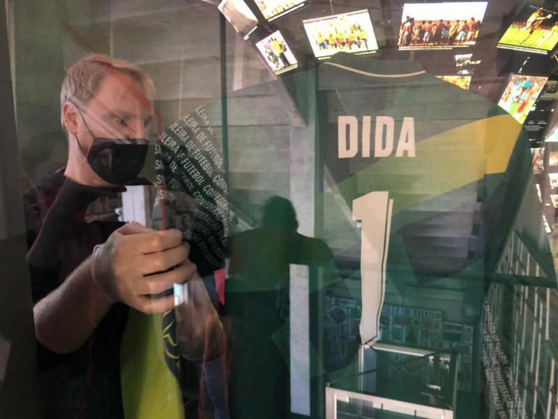 Sai Pelé, entra Dida: camisa do goleiro ficará exposta no Museu do Futebol enquanto a 10 usada na Copa de 70 vai para