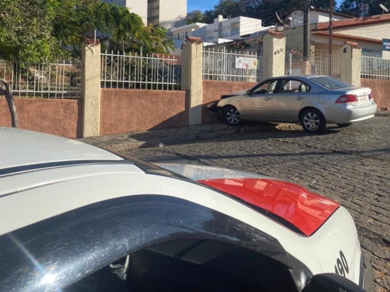 Policiais Militares recuperam veículo e prendem criminoso por roubo, em Amparo