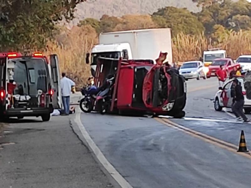 Acidente com três veículos vitima uma pessoa e deixa outras quatro em estado grave na Socorro/Bragança