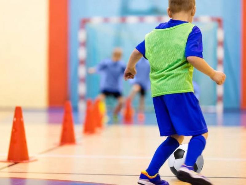 Itapira abre inscrições para aulas de futsal e vôlei para crianças e adolescentes
